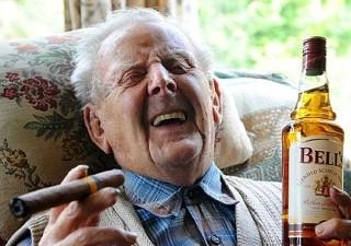 w320_5621644_oldmandrinkingwhiskeyandsmoking