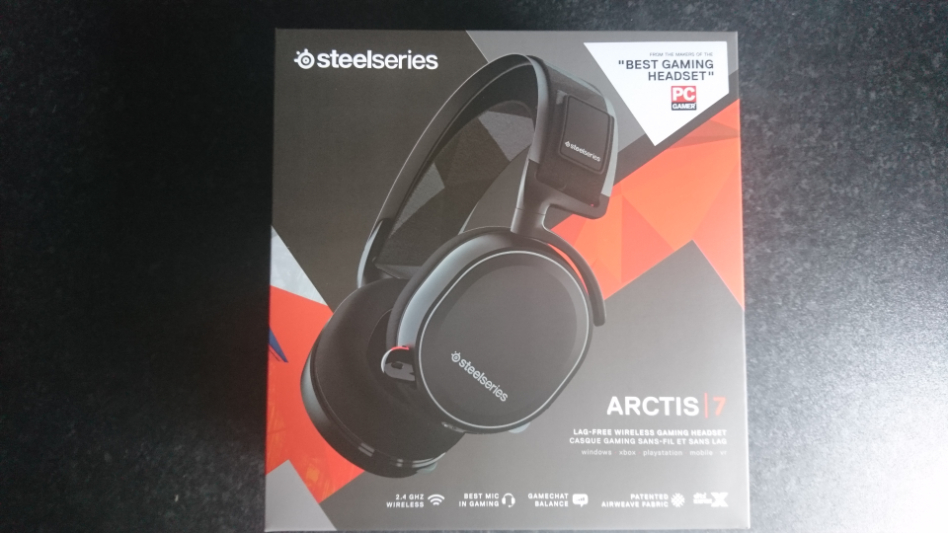 d6f3bf12f0e SteelSeries choose to use a few to showcase of the front which includes  2.4GHZ Wireless, Best Mic in Gaming, Gamechat Balance, Patented Airweave  Fabric and ...
